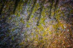 Φυσική επιφάνεια σύστασης σκληρής ροκ ή πετρών ως υπόβαθρο Στοκ εικόνα με δικαίωμα ελεύθερης χρήσης