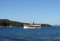 Φυσική κρουαζιέρα λιμνών Στοκ Φωτογραφία