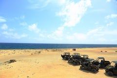 Φυσική ομορφιά της Αρούμπα Πλαϊνός UTV Αρούμπα γύρος βόρειων ακτών Καταπληκτικοί τοπίο και μπλε ουρανός ερήμων πετρών Το Σεπτέμβρ Στοκ φωτογραφία με δικαίωμα ελεύθερης χρήσης