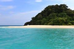 Φυσική πέτρινη αψίδα, νησί Khai, Satun, Ταϊλάνδη Στοκ Εικόνα