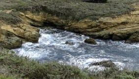 Φυσική ωκεάνια άποψη της κρατικής επιφύλαξης Lobos σημείου κοντά σε Monterey, Καλιφόρνια στοκ εικόνες