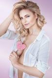 Φυσική όμορφη ξανθή κυρία Στοκ φωτογραφία με δικαίωμα ελεύθερης χρήσης