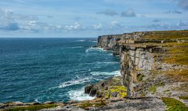 Φυσικοί απότομοι βράχοι Inishmore, νησιά Aran, Ιρλανδία Στοκ Εικόνα