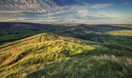 Φυσικοί λόφοι της μέγιστης περιοχής στο φως ηλιοβασιλέματος στοκ φωτογραφίες