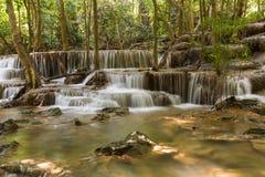 Φυσικοί πολλαπλάσιοι καταρράκτες στρώματος, στο εθνικό πάρκο της Ταϊλάνδης Στοκ Εικόνα