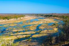 Φυσικού και ζωηρόχρωμου τοπίο ποταμών Olifants, με την άγρια φύση στο εθνικό πάρκο Kruger, διάσημος προορισμός ταξιδιού στη Νότια στοκ εικόνα