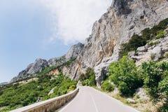 Φυσικός δρόμος στα βουνά o r στοκ φωτογραφίες