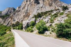 Φυσικός δρόμος στα βουνά o r στοκ εικόνες με δικαίωμα ελεύθερης χρήσης