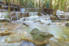 Φυσικός καταρράκτης ρευμάτων στο βαθύ δασικό εθνικό πάρκο της Ταϊλάνδης Στοκ φωτογραφίες με δικαίωμα ελεύθερης χρήσης