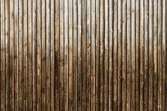Φυσικός καφετής ξύλινος τοίχος σιταποθηκών Ξύλινο κατασκευασμένο σχέδιο υποβάθρου Στοκ φωτογραφίες με δικαίωμα ελεύθερης χρήσης