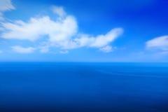 Φυσικός μπλε ουρανός με το υπόβαθρο σύννεφων τη θερινή ημέρα Στοκ εικόνα με δικαίωμα ελεύθερης χρήσης