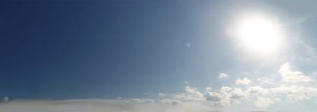 Φυσικός μπλε ουρανός με το υπόβαθρο σύννεφων τη θερινή ημέρα Στοκ Εικόνες