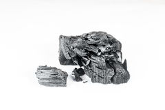 Φυσικός ξύλινος ξυλάνθρακας που απομονώνεται στο άσπρο υπόβαθρο Στοκ φωτογραφία με δικαίωμα ελεύθερης χρήσης