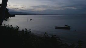 Φυσικός πυροβολισμός των βαρκών μετά από το ηλιοβασίλεμα απόθεμα βίντεο