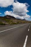 Φυσικός δρόμος στην Ισλανδία, φωτεινό ζωηρόχρωμο ζωηρό θέμα Στοκ εικόνες με δικαίωμα ελεύθερης χρήσης