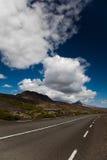 Φυσικός δρόμος στην Ισλανδία, φωτεινό ζωηρόχρωμο ζωηρό θέμα Στοκ φωτογραφία με δικαίωμα ελεύθερης χρήσης