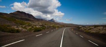 Φυσικός δρόμος στην Ισλανδία, φωτεινό ζωηρόχρωμο ζωηρό θέμα Στοκ Εικόνες