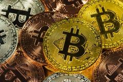 Φυσικός χρυσός Cryptocurrency bitcoin Στοκ Φωτογραφία