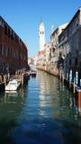 Φυσικό κανάλι με τη γόνδολα, Βενετία Στοκ Εικόνες