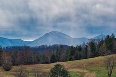 Φυσικό μπλε τοπίο βουνών κορυφογραμμών στοκ εικόνες με δικαίωμα ελεύθερης χρήσης