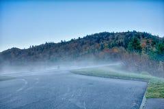 Φυσικό μπλε κορυφογραμμών χώρων στάθμευσης Λα φθινοπώρου βουνών Appalachians καπνώές Στοκ φωτογραφίες με δικαίωμα ελεύθερης χρήσης