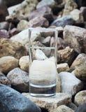 Φυσικό νερό σε ένα γυαλί Στοκ Εικόνα
