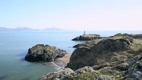 Φυσικό νησί Llandwyn από Nortwest Anglessey στην Ουαλία, UK φιλμ μικρού μήκους