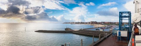 Φυσικό πανόραμα στο λιμάνι Wyk στο γερμανικό νησί Foehr Βόρεια Θαλασσών στοκ φωτογραφίες με δικαίωμα ελεύθερης χρήσης