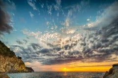 Φυσικό παράκτιο ηλιοβασίλεμα στο νησί της Έλβας στην Τοσκάνη Στοκ φωτογραφία με δικαίωμα ελεύθερης χρήσης