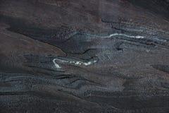 Φυσικό σκοτεινό quartzite πετρών με burgundy τις φλέβες, αποκαλούμενες Rosso Luana στοκ εικόνες