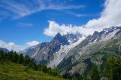 Φυσικό τοπίο βουνών στοκ φωτογραφίες