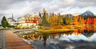 Φυσικό τοπίο λιμνών φθινοπώρου πανοραμικό Στοκ φωτογραφίες με δικαίωμα ελεύθερης χρήσης
