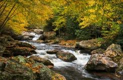 Φυσικό τοπίο ποταμών Cullasaja φθινοπώρου της βόρειας Καρολίνας Στοκ Φωτογραφίες