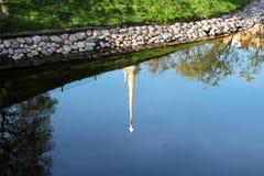 Φυσικό υπόβαθρο με την αντανάκλαση στο νερό Στοκ Φωτογραφία