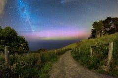 Φυσικό υπόβαθρο της αυγής και του γαλακτώδους γαλαξία τρόπων στοκ φωτογραφίες με δικαίωμα ελεύθερης χρήσης