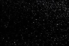 Φυσικό χιόνι στο μαύρο υπόβαθρο νύχτας με την εκλεκτική εστίαση στοκ εικόνες με δικαίωμα ελεύθερης χρήσης