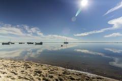 Φυσικό seascape πάρκων υγρότοπων της Ria Φορμόζα, στην παραλία Cavacos Αλγκάρβε Στοκ εικόνες με δικαίωμα ελεύθερης χρήσης