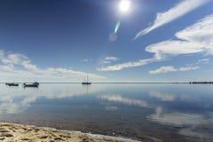 Φυσικό seascape πάρκων υγρότοπων της Ria Φορμόζα, στην παραλία Cavacos Αλγκάρβε Στοκ Φωτογραφίες