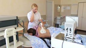 φυσιοθεραπεία Επεξεργασία Electrotherapeutic της πλάτης απόθεμα βίντεο