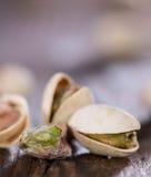 Φυστίκια στο ξύλο (μακρο πυροβολισμός) Στοκ Εικόνες