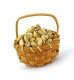 φυστίκι καρυδιών καλαθι Στοκ εικόνα με δικαίωμα ελεύθερης χρήσης