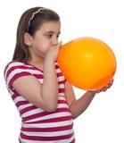 φυσώντας κορίτσι μπαλονι Στοκ Φωτογραφία