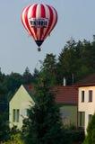 Φυσώντας μπαλόνι ζεστού αέρα Στοκ Φωτογραφίες