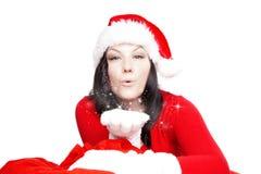 Φυσώντας σκόνη αστεριών γυναικών Χριστουγέννων πέρα από το λευκό Στοκ Εικόνες