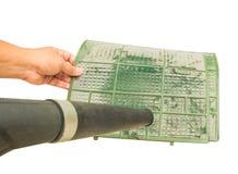 Φυσώντας σκόνη στο φίλτρο κλιματιστικών μηχανημάτων Στοκ φωτογραφία με δικαίωμα ελεύθερης χρήσης