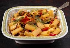 Φυτικά ζυμαρικά Rigatoni στοκ φωτογραφίες