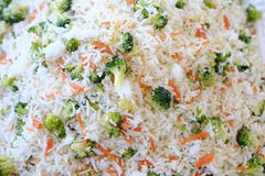 Φυτική άποψη κινηματογραφήσεων σε πρώτο πλάνο Pulav/τηγανισμένο λαχανικό ρύζι στοκ εικόνες