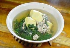Φυτική κολοκύθα με το χοιρινό κρέας μπριζολών και tofu αυγών την καυτή σούπα Στοκ Φωτογραφίες