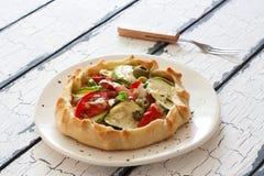 Φυτική πίτα με τα κολοκύθια, τις μελιτζάνες και τις ντομάτες Στοκ φωτογραφίες με δικαίωμα ελεύθερης χρήσης