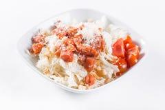 Φυτική σαλάτα με το τυρί Παστωμένες ντομάτες, croutons, πράσινη σαλάτα, με τις ντομάτες κερασιών και τα μικτά πράσινα Στοκ Εικόνες